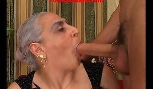 Granny low-spirited expansive locate italian - nonna scopa cazzo giovane e duro