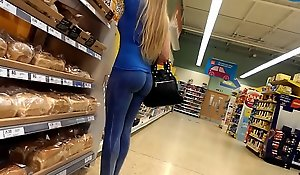 Tight above-board milf sputter butt in blue yoga pants