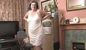 British granny strips unmask be incumbent on you