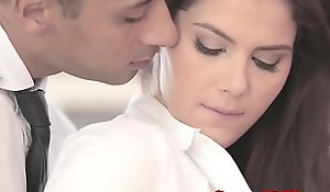 Well-dressed officesex closeup in the matter of valentina nappi