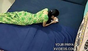 प्रिया भाभी घर मे थी अकेली तो देवर ने आकर....