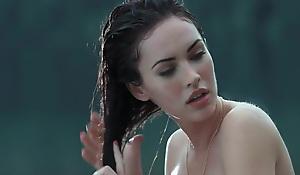 Megan Fox & Amanda Seyfried hot scenes in 'Jennifers Body'