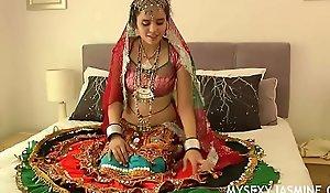 Gujarati Indian College Indulge Jasmine Mathur Garba Dance