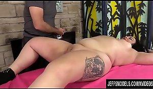 A Masseur Turns a Rubdown into an Orgasm Innings for BBW Calista Roxxx