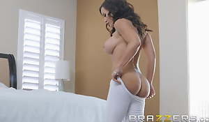 Our Queen Is Back - Lisa Ann in her waggish Anal scene in 3