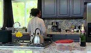Brazzers - Mom Got Chest - (Ashton Blake), (Mike Mancini) - Ponce My Mom