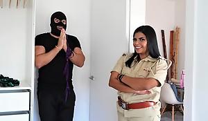 Mahila Police ne G-string chor ko pakadkar zabardast chudai ki