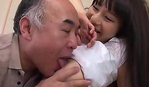 爷爷他妈的丰满亚洲女孩